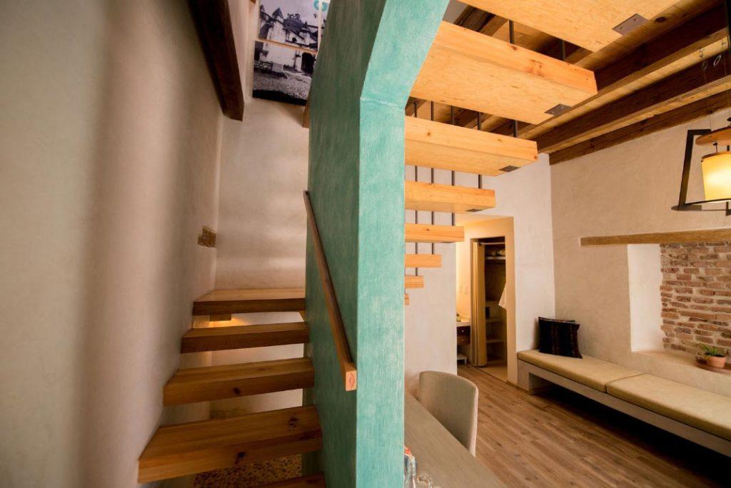 habitacion kool escaleras