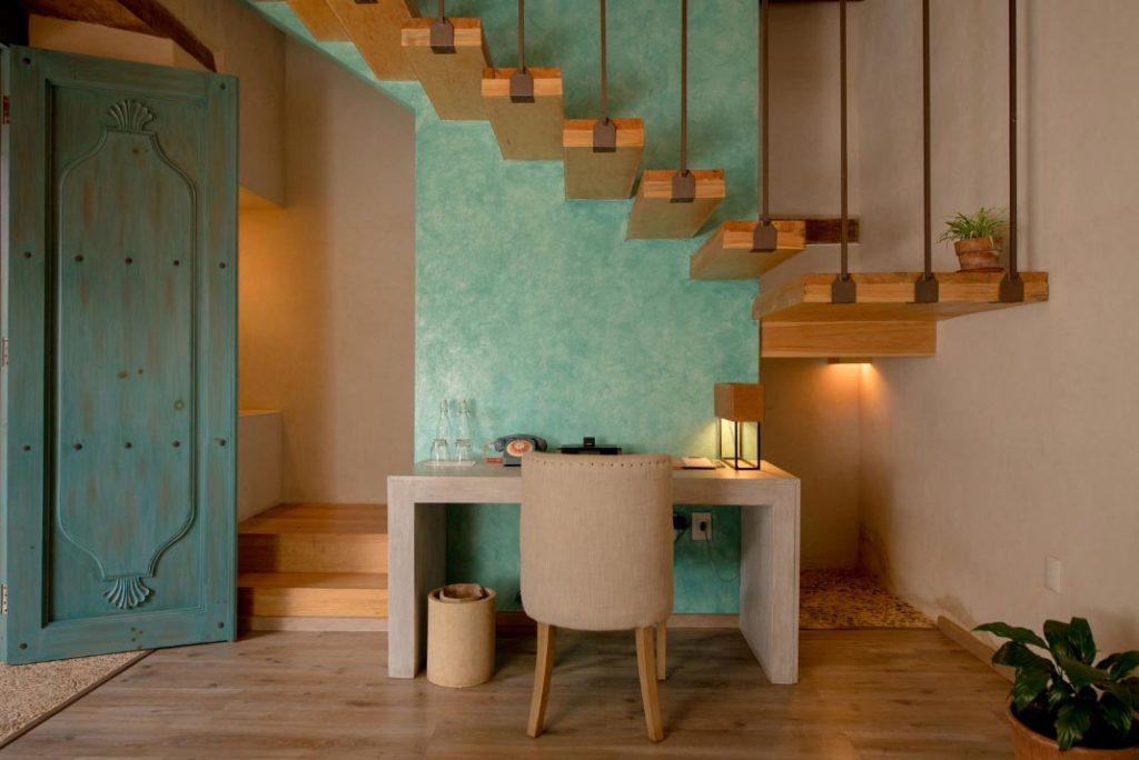habitacion puerta escritorio escaleras