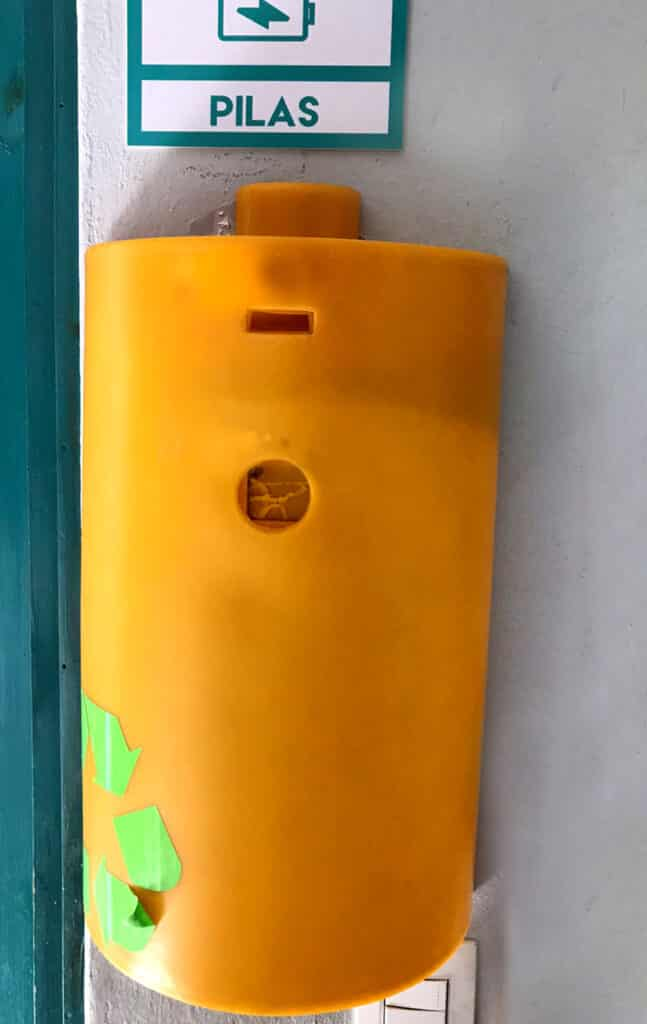 contenedor-pilas-alcalinas